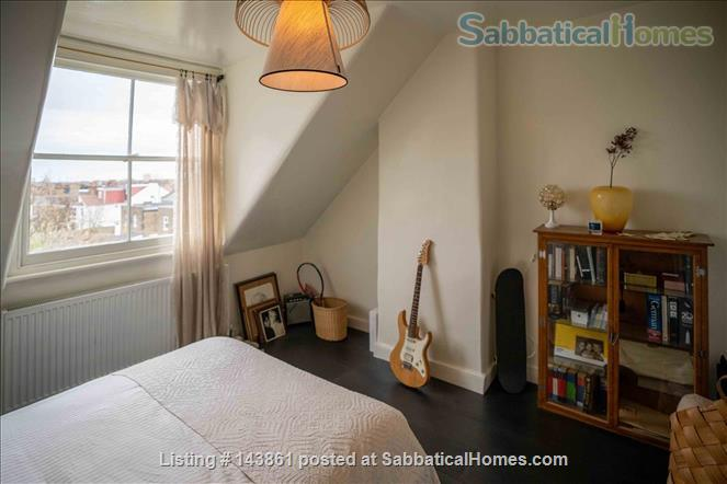 Charming and Unique, 3 Bedroom split level Maisonette with Roof Terrace  in North London 20 Minutes to Central London. All bills and Cleaning included. Home Rental in London, England, United Kingdom 3