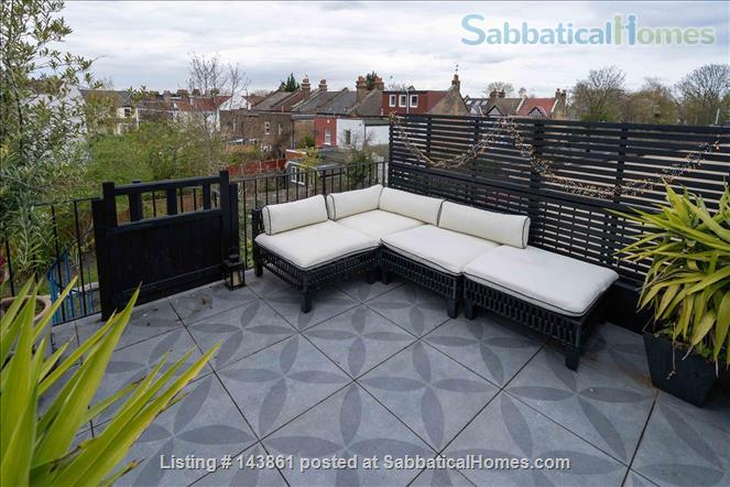 Charming and Unique, 3 Bedroom split level Maisonette with Roof Terrace  in North London 20 Minutes to Central London. All bills and Cleaning included. Home Rental in London, England, United Kingdom 4