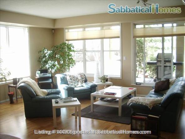 BEAUTIFUL 2BR/2BATHROOM RIVER VALLEY CONDO Home Rental in Edmonton, Alberta, Canada 1