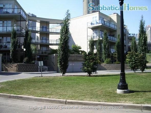 BEAUTIFUL 2BR/2BATHROOM RIVER VALLEY CONDO Home Rental in Edmonton, Alberta, Canada 5
