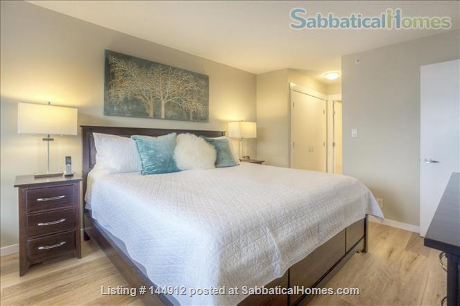 Urban Chic -Stunning 2br Oceanview Penthouse Downtown Victoria Home Rental in Victoria, British Columbia, Canada 3