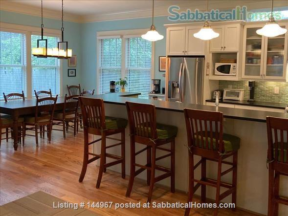 4 Bed/3.5 Bath Furnished Home in Vibrant, Walkable Belmont/12South Home Exchange in Nashville, Tennessee, United States 2