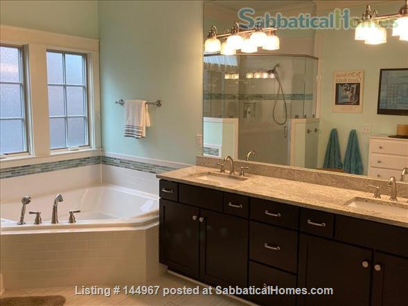 4 Bed/3.5 Bath Furnished Home in Vibrant, Walkable Belmont/12South Home Exchange in Nashville, Tennessee, United States 6