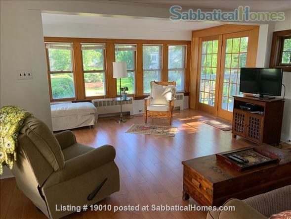 ShoreLine Home in Hotchkiss Grove, Branford, CT Home Rental in Branford, Connecticut, United States 2