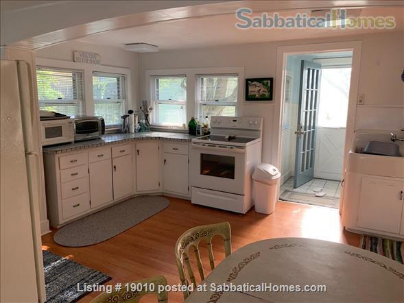 ShoreLine Home in Hotchkiss Grove, Branford, CT Home Rental in Branford, Connecticut, United States 4