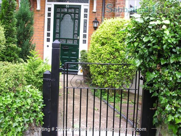 Fabulous rooms in beautiful Edwardian house in Muswell Hill.  (Near underground) Home Rental in Muswell Hill, England, United Kingdom 1
