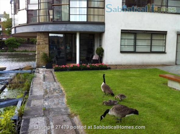 Light-filled flat in central London with canal view, superb transport connections, 24-hour security, all utilities. Walk to Eurostar and British Library. Home Rental in London, England, United Kingdom 8