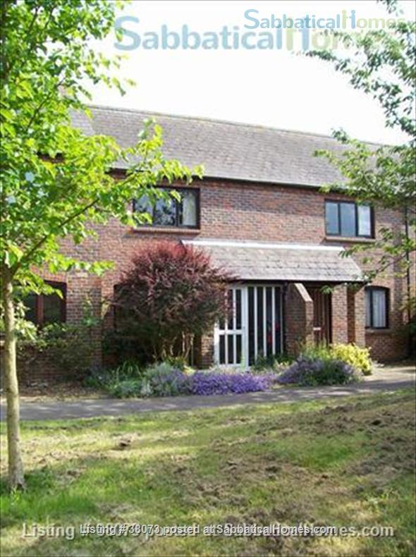 Modern 2 bedroom house in Central Oxford Home Rental in Oxfordshire, England, United Kingdom 1