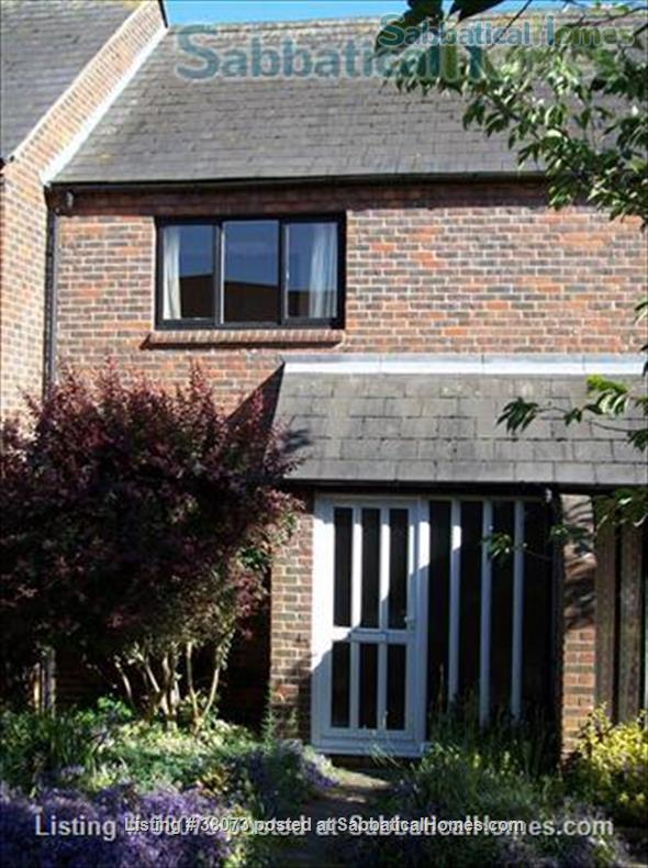 Modern 2 bedroom house in Central Oxford Home Rental in Oxfordshire, England, United Kingdom 0
