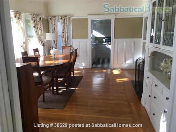 Large Edwardian located  8 blocks from University of California, Berkeley, two blocks from College Avenue. Quiet Elmwood neighborhood. Home Rental in Berkeley, California, United States 2