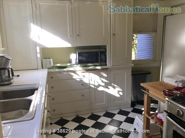 Large Edwardian located  8 blocks from University of California, Berkeley, two blocks from College Avenue. Quiet Elmwood neighborhood. Home Rental in Berkeley, California, United States 4