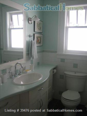 Charming and cozy artistic home in lovely Vancouver close to Univ of B.C. Home Rental in Vancouver, British Columbia, Canada 9