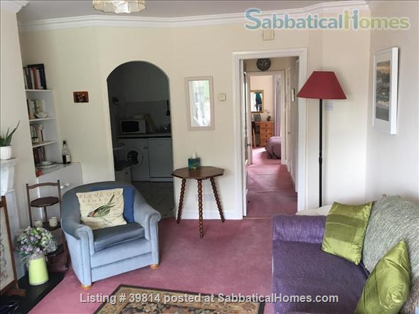 Lovely light 2-bedroom flat with seaviews, close to Trinity College Dublin and city centre. Home Rental in Blackrock, Dublin, Ireland 3
