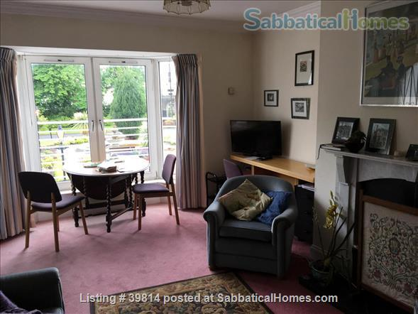 Lovely light 2-bedroom flat with seaviews, close to Trinity College Dublin and city centre. Home Rental in Blackrock, Dublin, Ireland 4