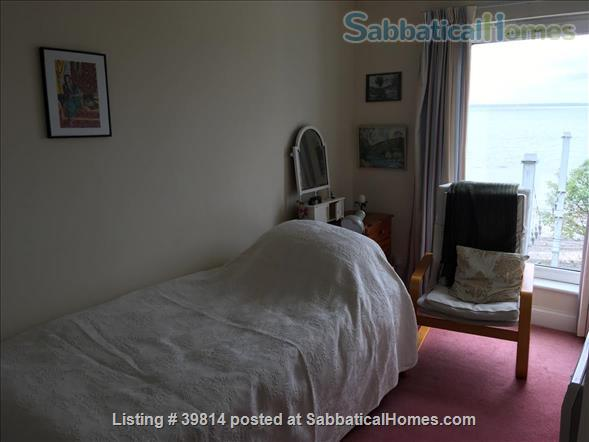 Lovely light 2-bedroom flat with seaviews, close to Trinity College Dublin and city centre. Home Rental in Blackrock, Dublin, Ireland 7