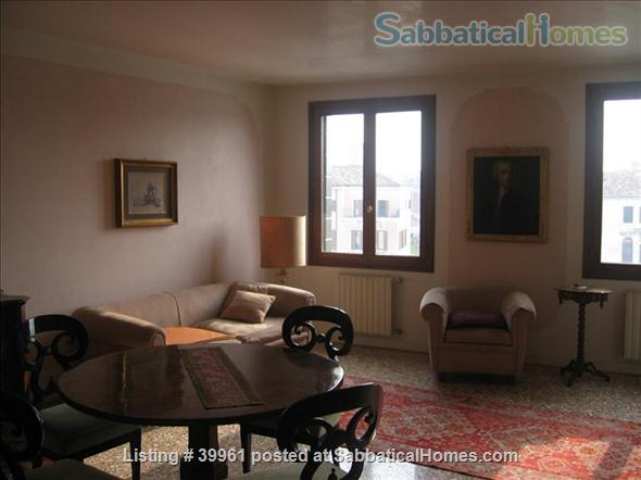 Luxurious one bedroom apartment in a XVIII Century Palace on the Great Canal Home Rental in Venezia, Veneto, Italy 2