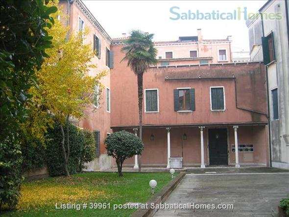 Luxurious one bedroom apartment in a XVIII Century Palace on the Great Canal Home Rental in Venezia, Veneto, Italy 6