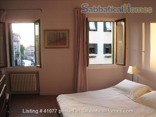 Serene spacious apartment overlooking canals Home Rental in Venice, Veneto, Italy 6