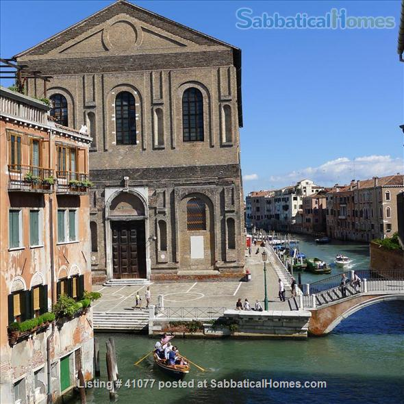 Serene spacious apartment overlooking canals Home Rental in Venice, Veneto, Italy 8