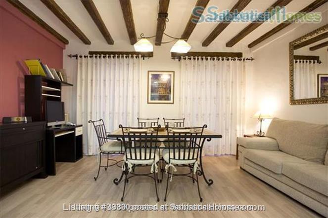 Plaza Catalunya -- Gothic Quarter - just 6  min to beach - 2 bedroom apt   Home Rental in Barcelona, Catalunya, Spain 3