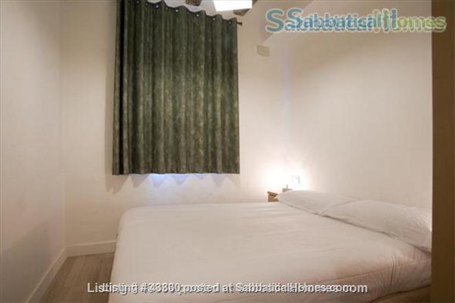 Plaza Catalunya -- Gothic Quarter - just 6  min to beach - 2 bedroom apt   Home Rental in Barcelona, Catalunya, Spain 7