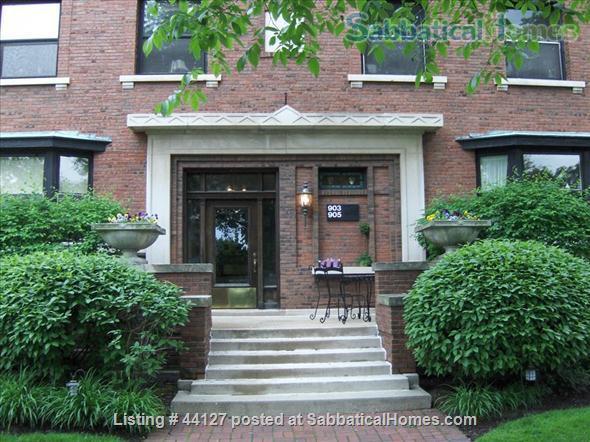 FURNISHED LUXURY VINTAGE CONDO! WALK TO PARKS, NU, LAKE MICHIGAN, EVANSTON! Home Rental in Evanston 9