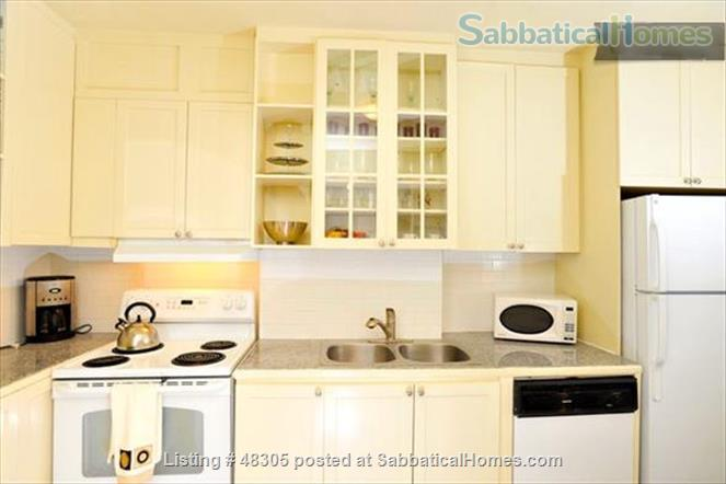 Beautiful 1 Bdrm Garden Suite with Porches in High Park -Swansea / Roncesvalles/Bloorwest area with a home away from home appeal Home Rental in Toronto, Ontario, Canada 2