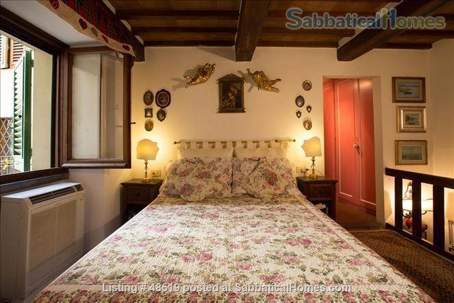 UFFIZIFLAT@GALLERY ACROSS STREET! 1BD COZY  *WIFI *A/C  *LIFT @CHARM of FLORENCE INSIDE .  Home Rental in Firenze, Toscana, Italy 4
