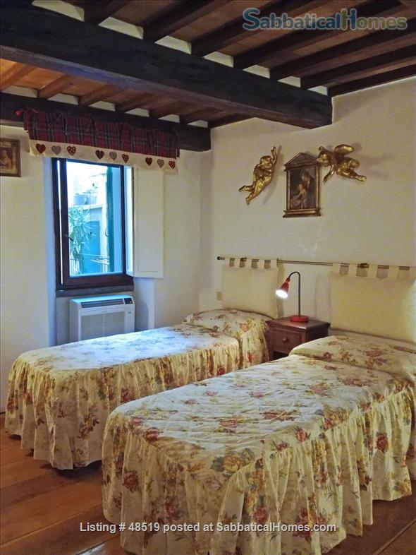 UFFIZIFLAT@GALLERY ACROSS STREET! 1BD COZY  *WIFI *A/C  *LIFT @CHARM of FLORENCE INSIDE .  Home Rental in Firenze, Toscana, Italy 5