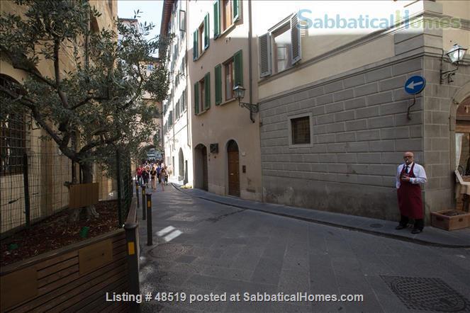 UFFIZIFLAT@GALLERY ACROSS STREET! 1BD COZY  *WIFI *A/C  *LIFT @CHARM of FLORENCE INSIDE .  Home Rental in Firenze, Toscana, Italy 7