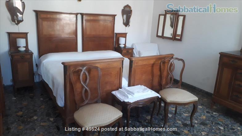 Sunny 2-3 bedroom apartment overlooking canal between Accademia and Guggenheim Home Rental in Venice, Veneto, Italy 3