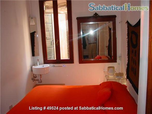 Sunny 2-3 bedroom apartment overlooking canal between Accademia and Guggenheim Home Rental in Venice, Veneto, Italy 4