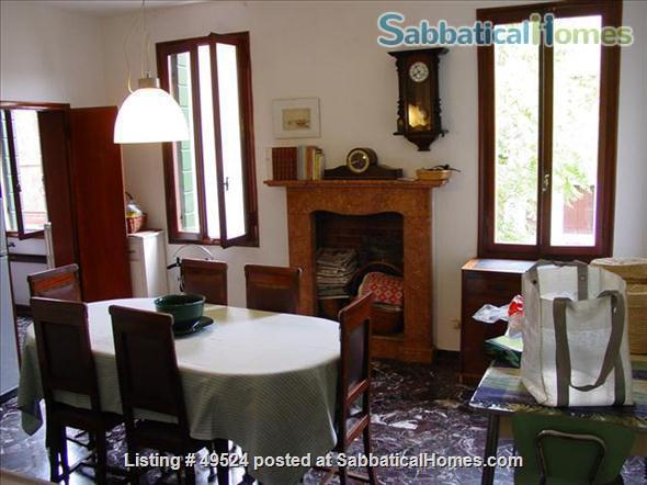 Sunny 2-3 bedroom apartment overlooking canal between Accademia and Guggenheim Home Rental in Venice, Veneto, Italy 5
