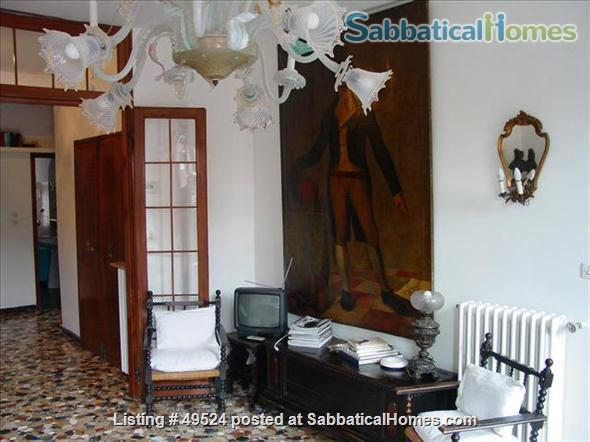 Sunny 2-3 bedroom apartment overlooking canal between Accademia and Guggenheim Home Rental in Venice, Veneto, Italy 6