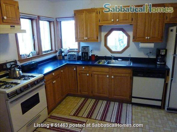 Beautiful Home in Safe Summit Hill, Saint Paul: Furnished 2-BR Sabbatical House Available, with huge library/study Home Rental in St Paul, Minnesota, United States 3