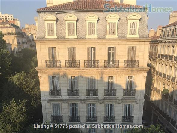 Large sunny apartment,  beautiful architectural detail, 3 hours to Paris by train, 18 minutes by bike to the beach. Home Rental in Marseille, Provence-Alpes-Côte d'Azur, France 9