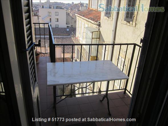 Large sunny apartment,  beautiful architectural detail, 3 hours to Paris by train, 18 minutes by bike to the beach. Home Rental in Marseille, Provence-Alpes-Côte d'Azur, France 8