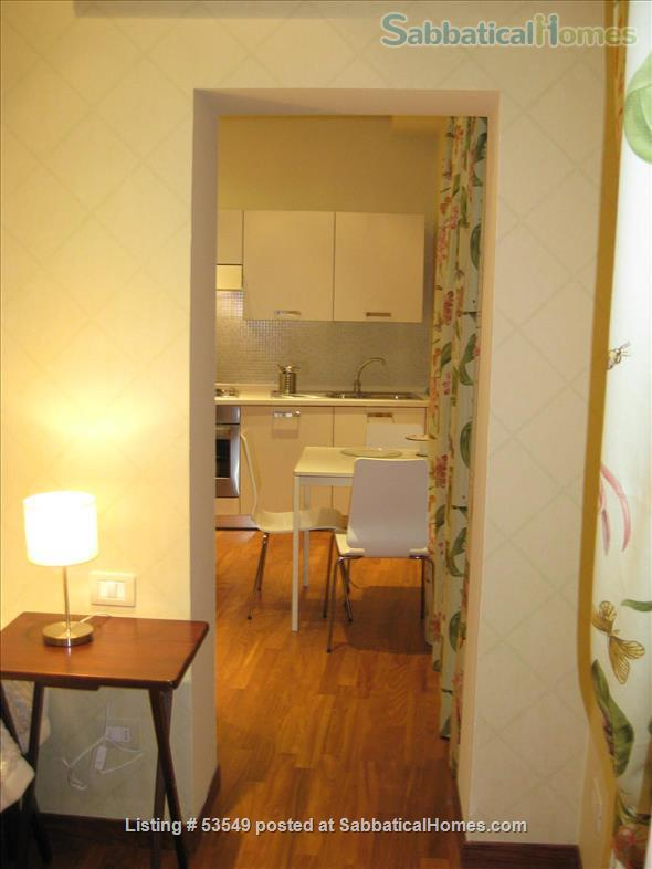 Cozy flat few blocks by the Colisseum (2-3pax) Home Rental in Rome, Lazio, Italy 4