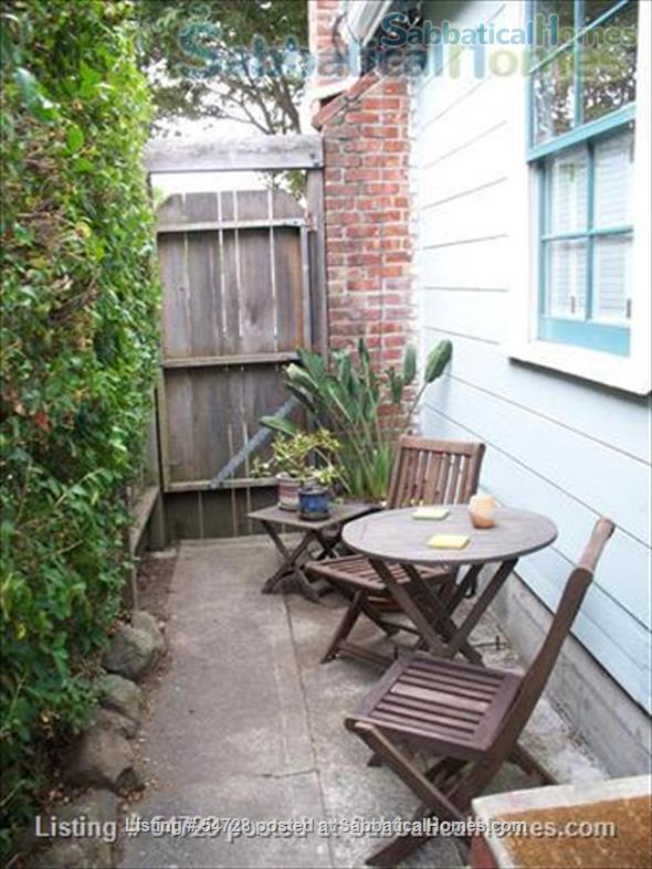 Sunny and Cozy 2-bedroom in Central Berkeley Home Rental in Berkeley, California, United States 5