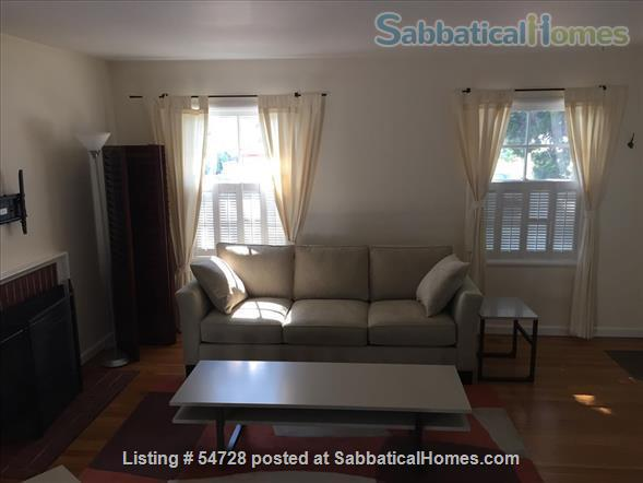 Sunny and Cozy 2-bedroom in Central Berkeley Home Rental in Berkeley, California, United States 6