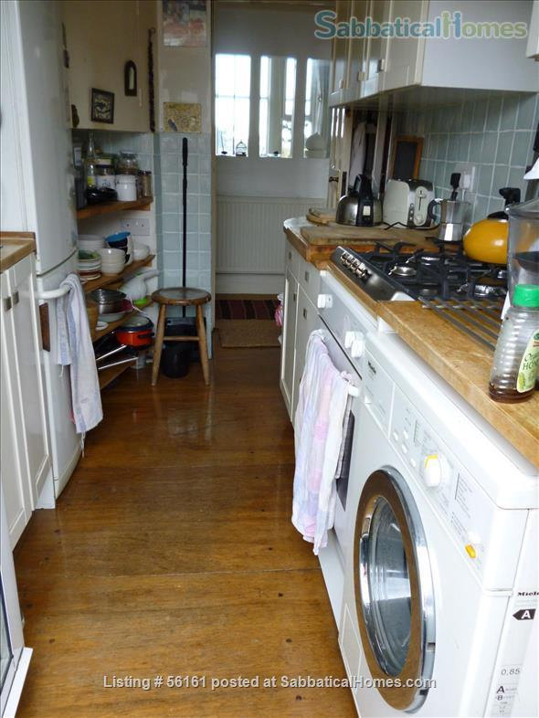 2 bed lovely, airy apartment- central  location-facing lovely park Home Rental in Brighton and Hove, England, United Kingdom 7