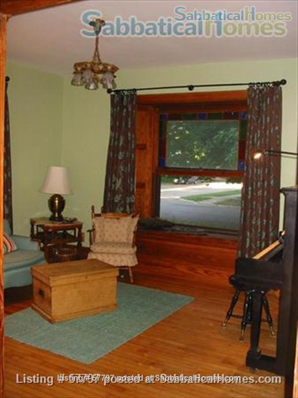 Large Queen Ann Victorian blocks from Kerrytown and Central Campus Home Rental in Ann Arbor, Michigan, United States 8
