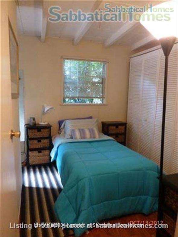 Charming 2 brm. furnished bungalow in Santa Monica Home Rental in Santa Monica, California, United States 4