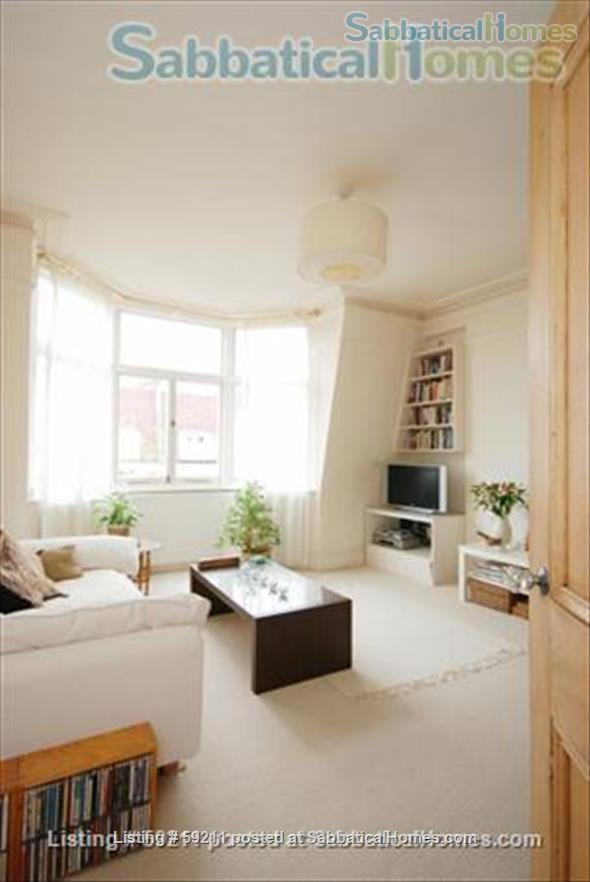 Beautiful, spacious and light 2 bdrm & study, W9 Central London; very quick, easy access to all London colleges and universities. Home Rental in London, England, United Kingdom 1