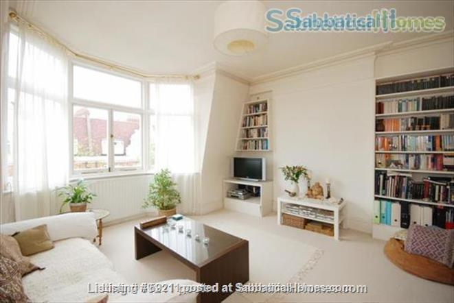 Beautiful, spacious and light 2 bdrm & study, W9 Central London; very quick, easy access to all London colleges and universities. Home Rental in London, England, United Kingdom 0