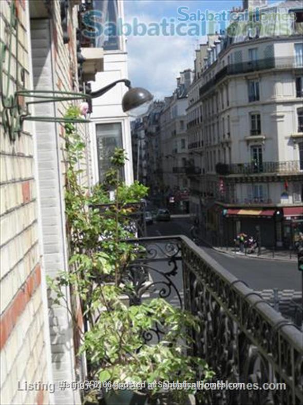 LARGE AND SUNNY APPARTMENT IN PARIS Home Rental in Paris, Île-de-France, France 1