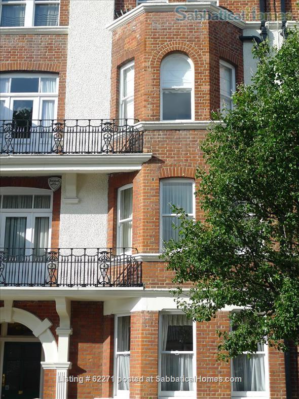 Beautiful artistic large 1 bedroom apartment Home Rental in Greater London, England, United Kingdom 0