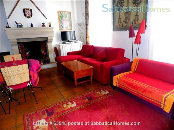 Beautiful apartment in historic residence in Narbonne (the heart of Roman Languedoc) Home Rental in Narbonne, Languedoc-Roussillon, France 3