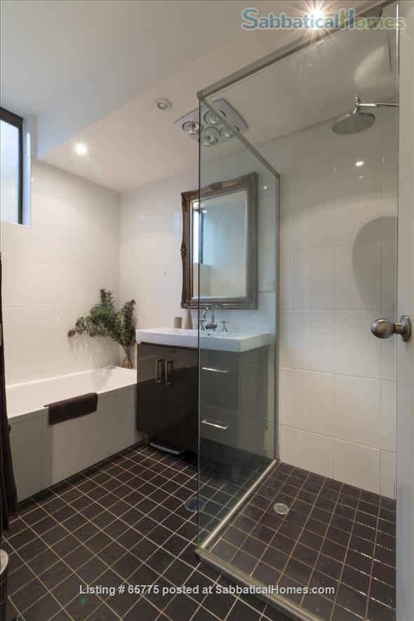 GORGEOUS GLEBE POINT! 2 BED SUNNY UNIT NEAR SYD HARBOUR...CLOSE (CAN GENUINELY WALK!) TO SYDNEY UNI AND UTS Home Rental in Glebe, NSW, Australia 2