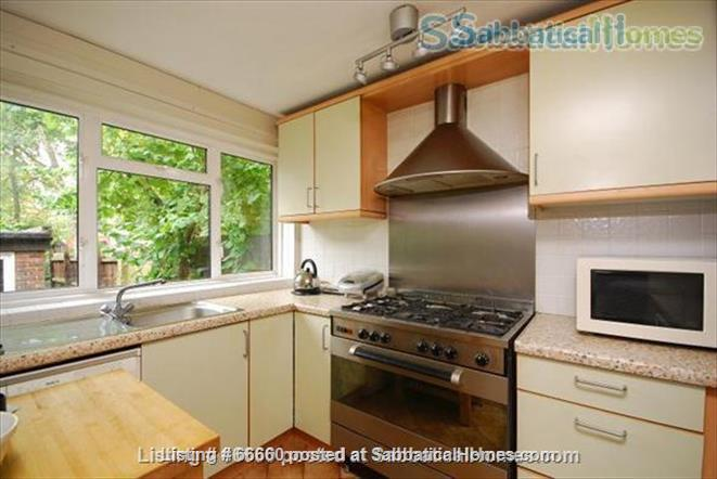 Charming 3 bedroom house quiet residential crescent 15min train- Victoria Home Rental in Greater London, England, United Kingdom 9